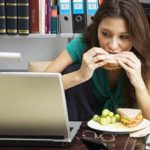mangiare-alla-scrivania