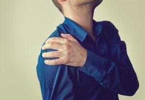 I dolori agli arti superiori possono essere associati a patologie